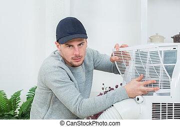 jovem, técnico, instalar, ar condicionado, sistema, dentro