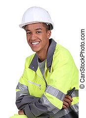 jovem, trabalhador, em, um, capa fluorescente
