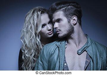 joven, abrazado, moda, pareja