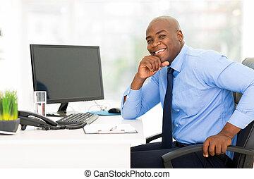 joven, americano africano, hombre de negocios