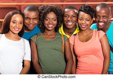 joven, americano africano, universidad, estudiantes