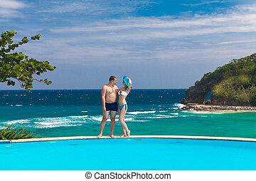 joven, amoroso, par bueno, en, tropical, playa., vacaciones del verano, co