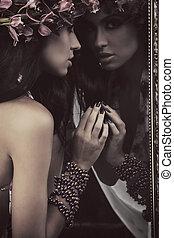 joven, belleza, en, un, espejo