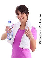 joven, caucásico, valor en cartera de mujer, un, botella de agua