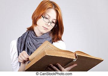 joven, dudar, moda, niña, en, anteojos, con, viejo, libro