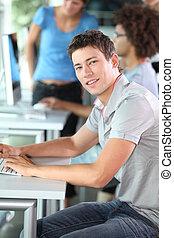 joven, en, informática, curso