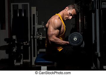 joven, hacer, pesado, peso, ejercicio, para, bíceps