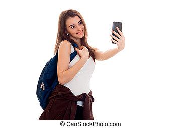 joven, hermoso, estudiante, niña, con, mochila, marcas, selfie, aislado, blanco, plano de fondo, en, estudio