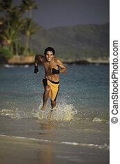 joven, hombre asiático, corriente, en, un, playa