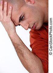 joven, hombre calvo, en, pensamiento profundo