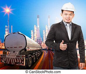 joven, ingeniería, hombre, con, casco de seguridad, posición, contra, beauti