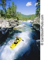joven, kayaking, en, río