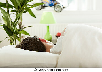 joven, muchacho adolescente, sueño, en, el suyo, dormitorio