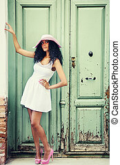 joven, mujer negra, modelo, de, moda