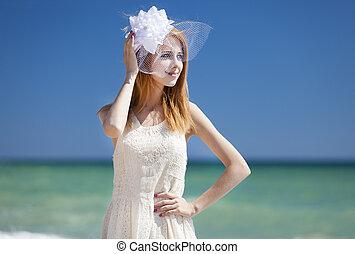 joven, novia, en la playa