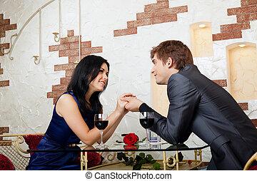 joven, par bueno, romántico, fecha, en, restaurante