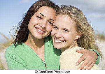 joven, playa, dos mujeres