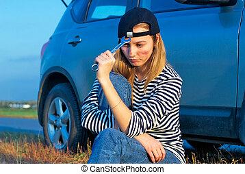 joven, rubio, mujer, con, ella, roto, coche