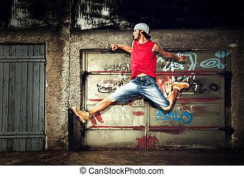 joven, saltar, en, grunge, pared