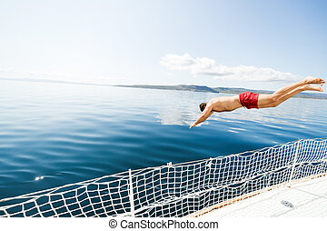 joven, saltar lejos, barco, en, agua