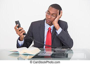 joven, teléfono, mirar, tensar, receptor, hombre de negocios...