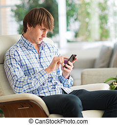 joven, trabajo encendido, teléfono celular