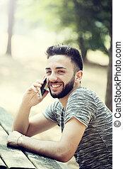 joven, utilizar, smartphone