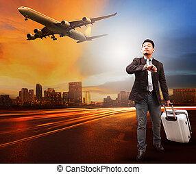 joven, y, viajar, bolsa, equipaje, posición, en, camino...