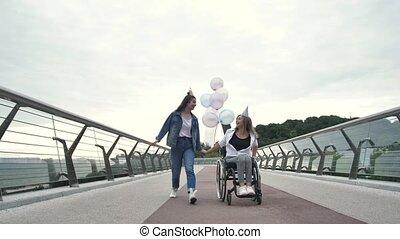 joyeux, dehors, maman, handicapé, girl, anniversaire