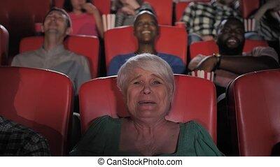 joyeux, regarder, comédie, cinéma, vieilli, femme