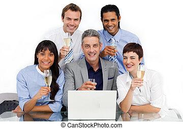 joyrful, squadra affari, tostare, con, champagne