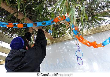 judeu, decorando, sukkah, homem, ortodoxo