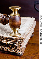 Judge\'s gavel on book