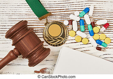 judiciaire, médaille, marteau, pilules