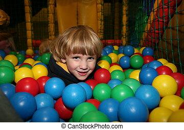juego, niño, pelotas, pre escuela