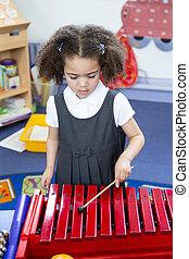 juego, xilófono, en, guardería infantil