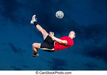jugador del fútbol, en, un, patada de bicicleta