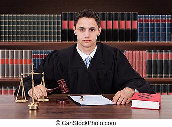 juge, confiant, mâle, salle audience, séance
