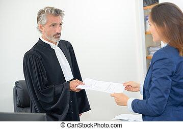 juge, donner, paperasserie, de, a, verdict