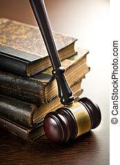 juge, marteau, à, vieux livres