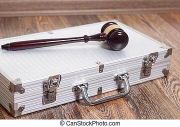juge, marteau, argentez valise