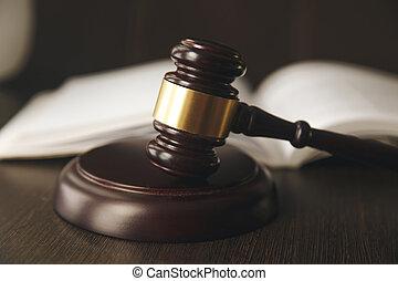juge, marteau, balances justice, et, livres loi, dans, tribunal