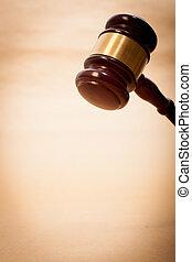 juge, marteau, caisse de résonnance