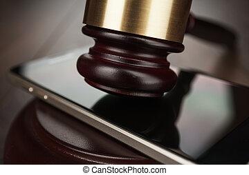 juge, marteau, smartphone