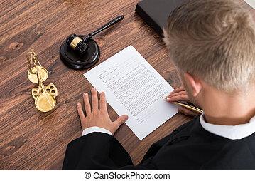 juge, papier, écriture