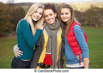 Jugendlich, Gruppe, drei, Herbst, weibliche,  friends, landschaftsbild