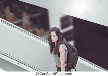 jugendlich, rucksack, m�dchen, treppenaufgang
