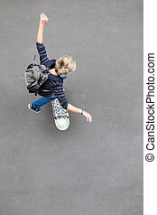 jugendlicher junge, ansicht, oben, skateboardfahren