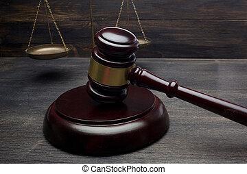 juges, échelle, justice, concept., arrière-plan., noir, marteau, table, droit & loi