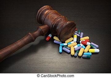 juges, médicament, grunge, bois, arrière-plan noir, marteau